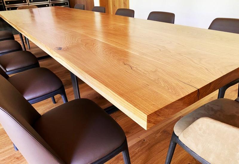 Masívne stoly